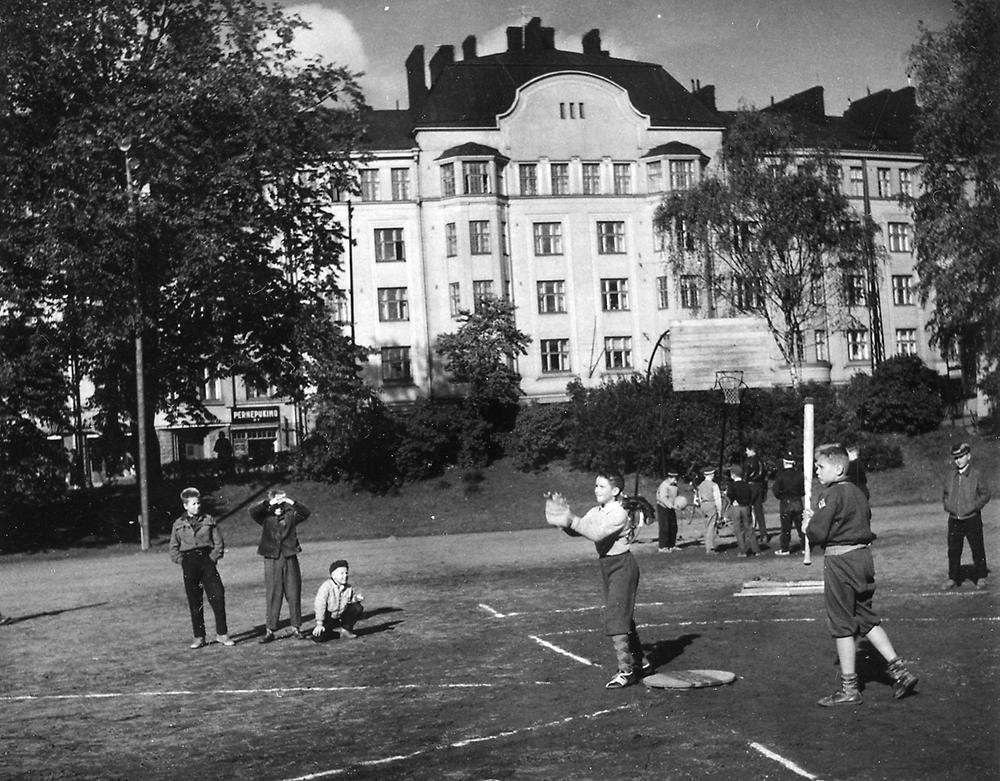 Haapaniemen kenttä (nyk. Väinö Tannerin kenttä) v. 1957. Kuva: Unto Könönen