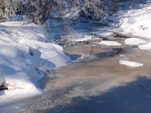 Uinuva Vantaanjoki Vaiveron Myllytilan lähellä