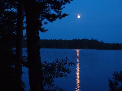 Juhannusaaton kuutamo