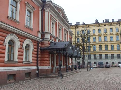 Aleksanterin teatteri ja Suomen Kunnallisliiton rakennus, Albertinkadun ja Bulevardin risteyksessä