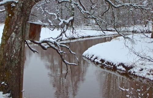 Lumi verhoaa Vaiveron Myllytilan