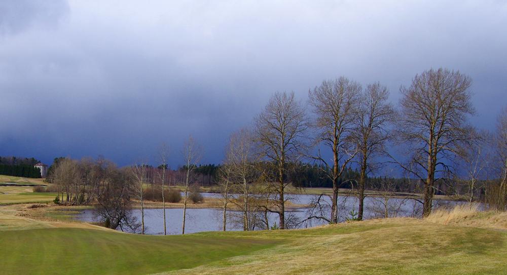 Saderintama Kytäjä Golfin päällä