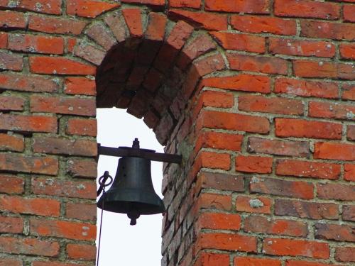 Tulvapellon vanhan rakennuksen kello - pääsiäiskello?