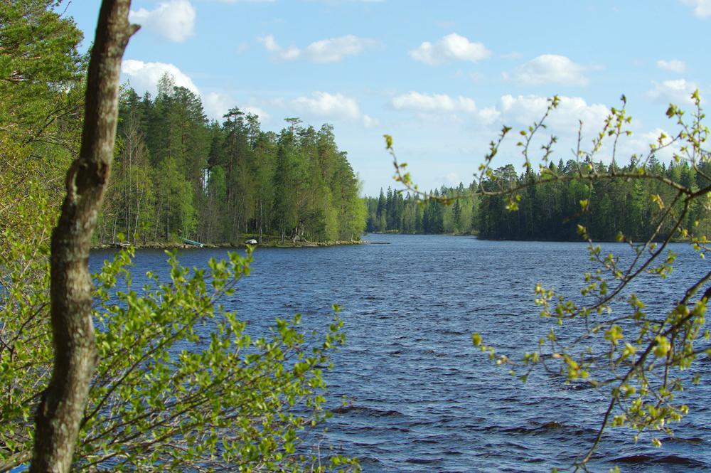 Keväinen mökkijärvi