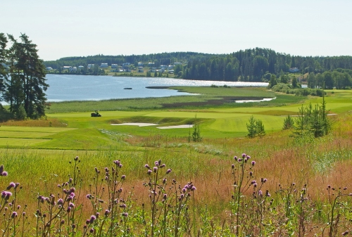 Kytäjärvi ja KytäjäGolfin viheriötä