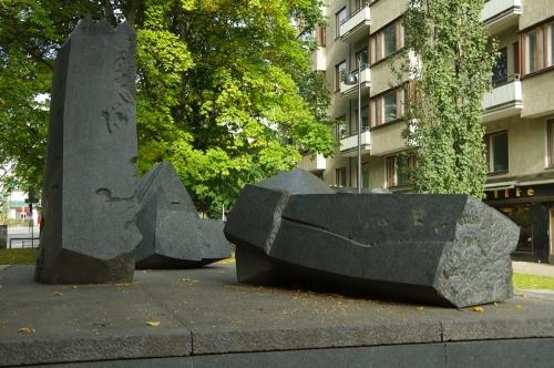 Mika Waltarin muistomerkki Kuningasajatus (Veikko Hirvimäki)