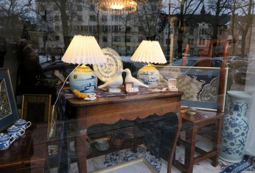 Näyteikkuna Orental Art & Antique, Korkeavuorenkatu
