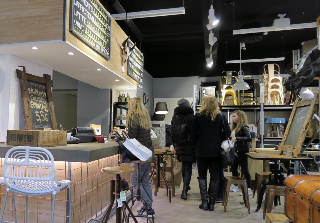 Kahvila Plootu, Fredrikinkatu (kahvilassa myynnissä huonekaluja ja sisustustarvikkeita)