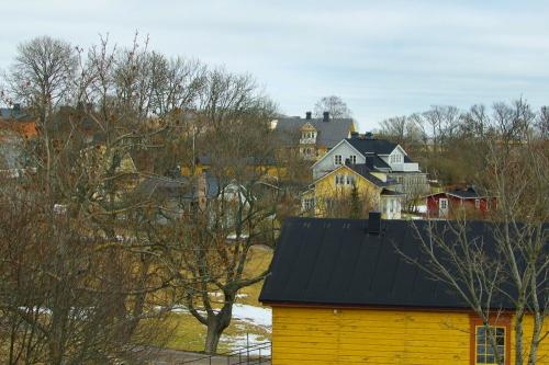 Suomenlinnan uusia asuinrakennuksia