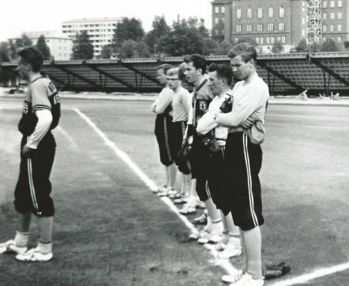 HerU:n edustusjoukkue Lahdessa v. 1963. Renkomäki kaatui juoksuin 27–3!
