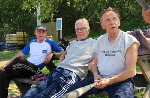 Kesän peliin harjoiteltiin Meilahden kentällä (vas. Timo Lehikoinen, Eero Vilen ja Matti Vellonen)