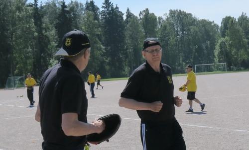 Pentti Olkkonen tuo juoksun mustapaidoille.