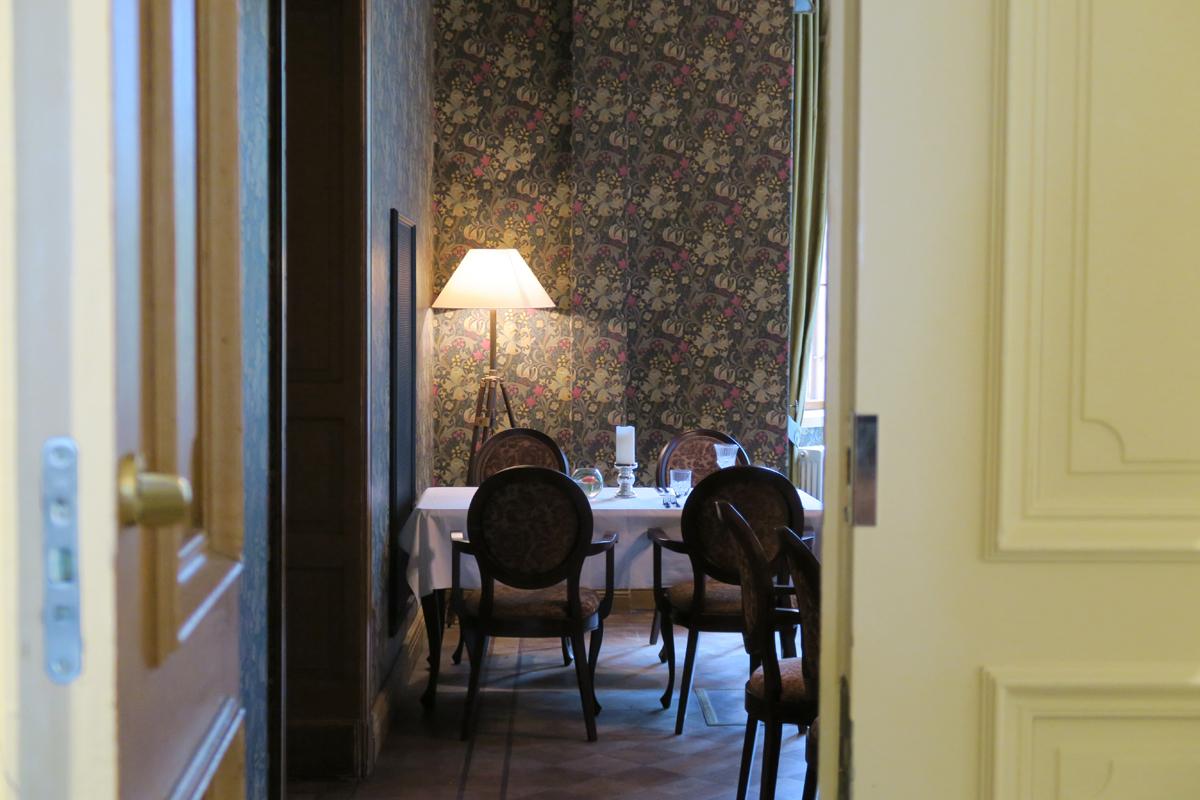 Kurkistus sisälle von Nottbeckin ravintolaan.