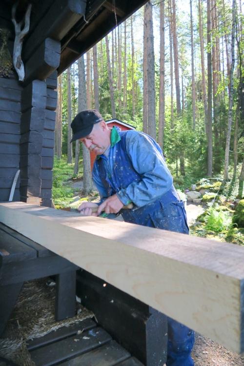 Manu Andersson hoitaa mökkiremontit