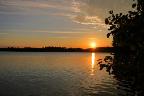 Auringonlasku Tammelan Heinijärvellä