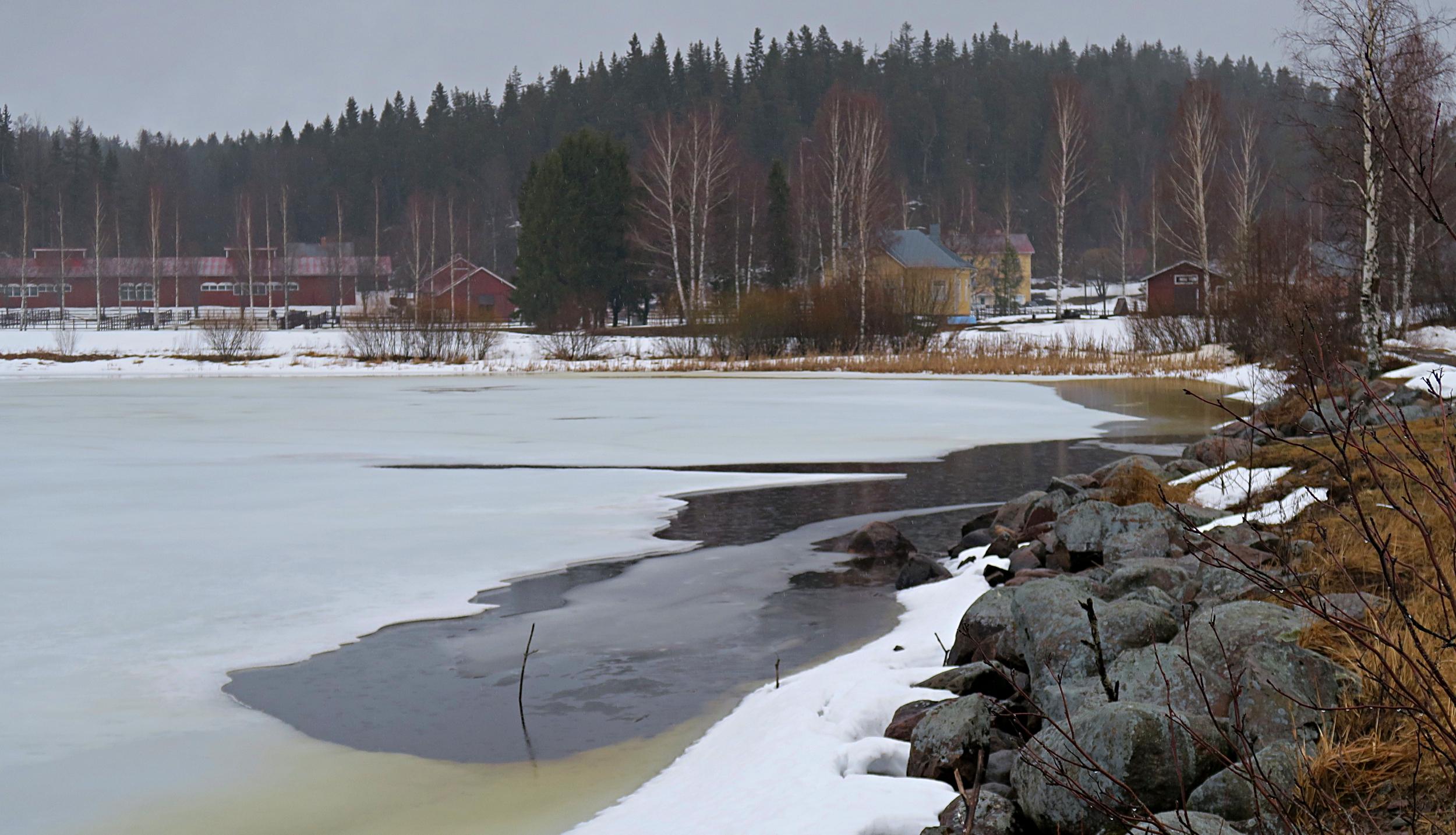 Kytäjärven jääpeite alkaa sulaa maalis–huhtikuussa